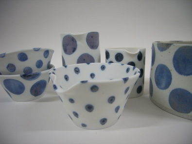 last kiln load fired last friday was unpacked yesterday morning...some fish pots OK but quite liked this variation of spots on small pieces.